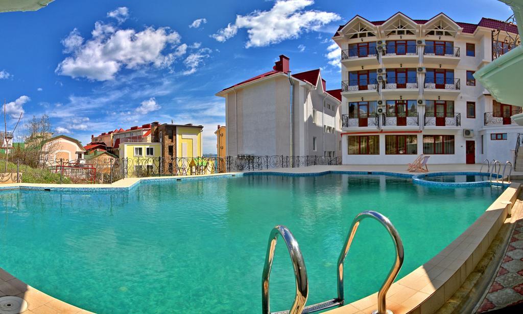 Вилла Алина,Внешний вид и бассейн