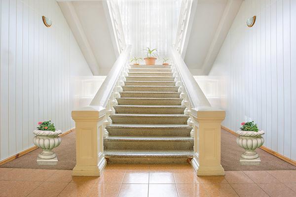 Резиденция Совиньон,Внутренние лестницы в корпусе
