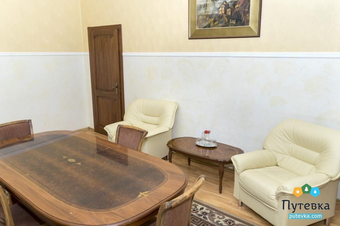 Фото номера Номер 3-комнатный с 2 спальнями и 2 балконами №29, 5