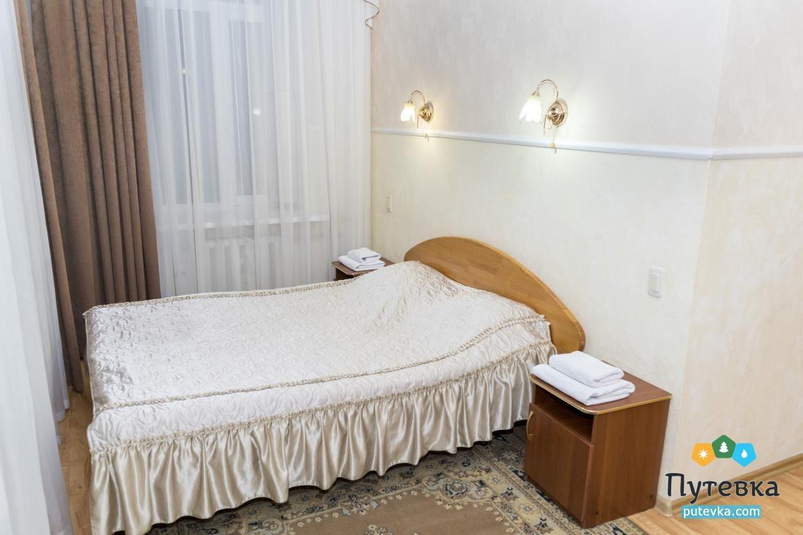 Фото номера Номер 3-комнатный с 2 спальнями и 2 балконами №29, 1