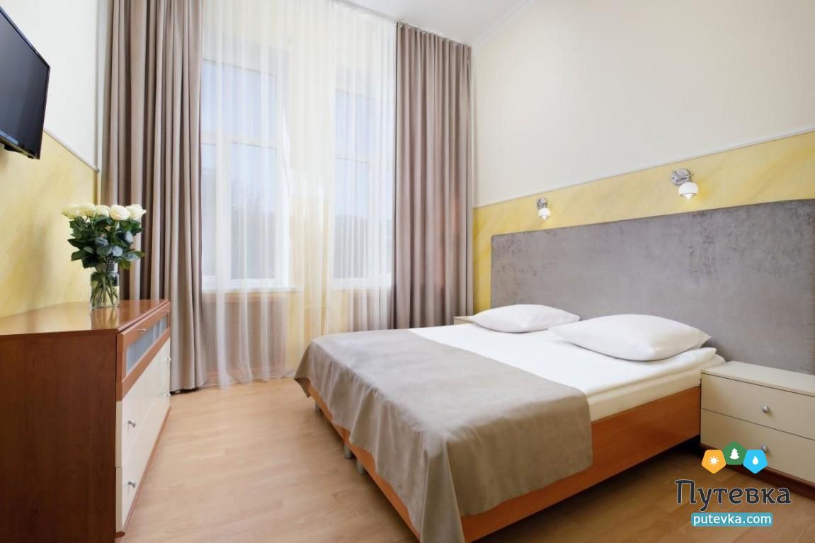Фото номера Номер 2-комнатный (изолированные комнаты) с балконом №22, 32, 33, 1