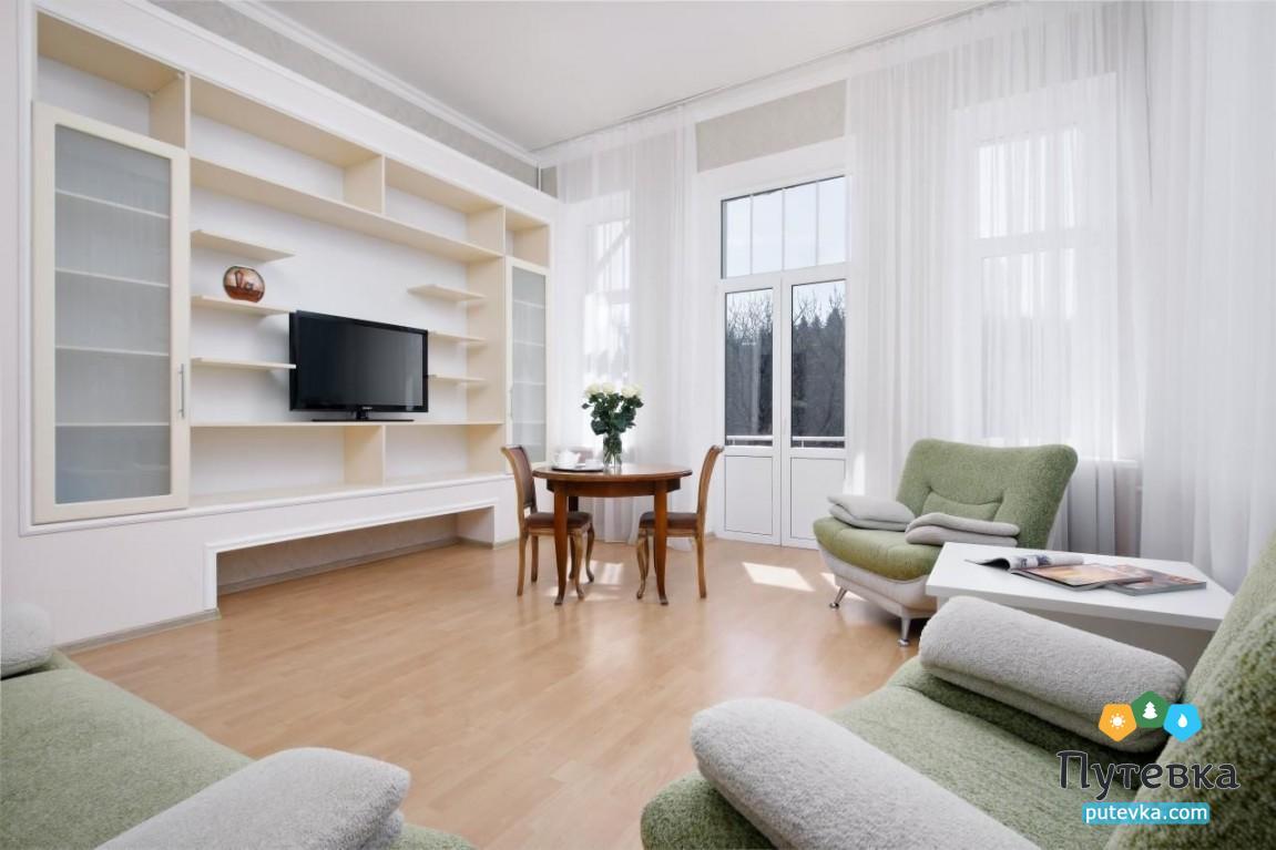 Фото номера Номер 2-комнатный (изолированные комнаты) с балконом №22, 32, 33, 4