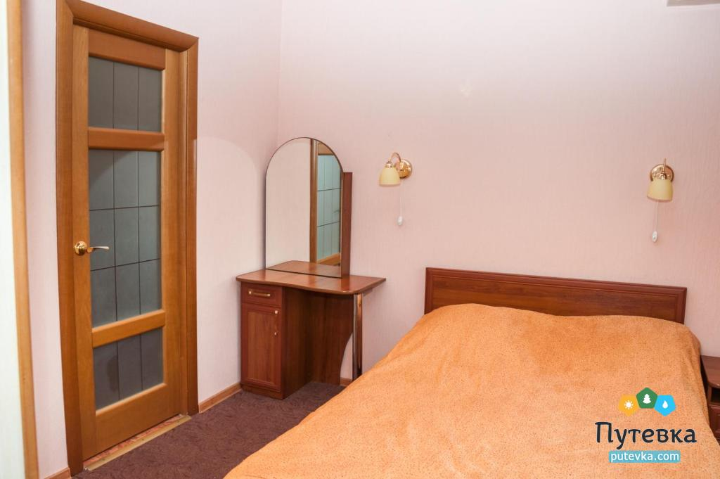 Люкс 2-местный 2-комнатный с балконом, фото 1