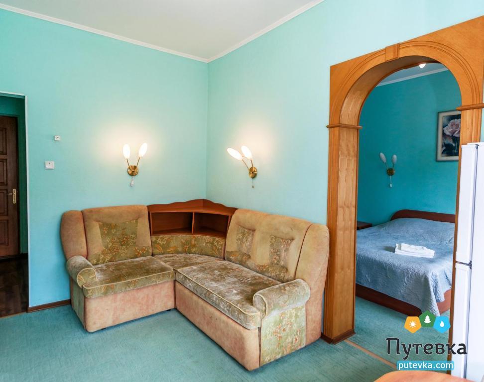 Люкс 2-местный 2-комнатный с балконом, фото 3