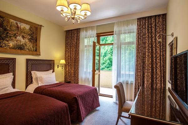 Отель Гранд отель Поляна ,Семейный 4-местный 3-комнатный корпус В (3)
