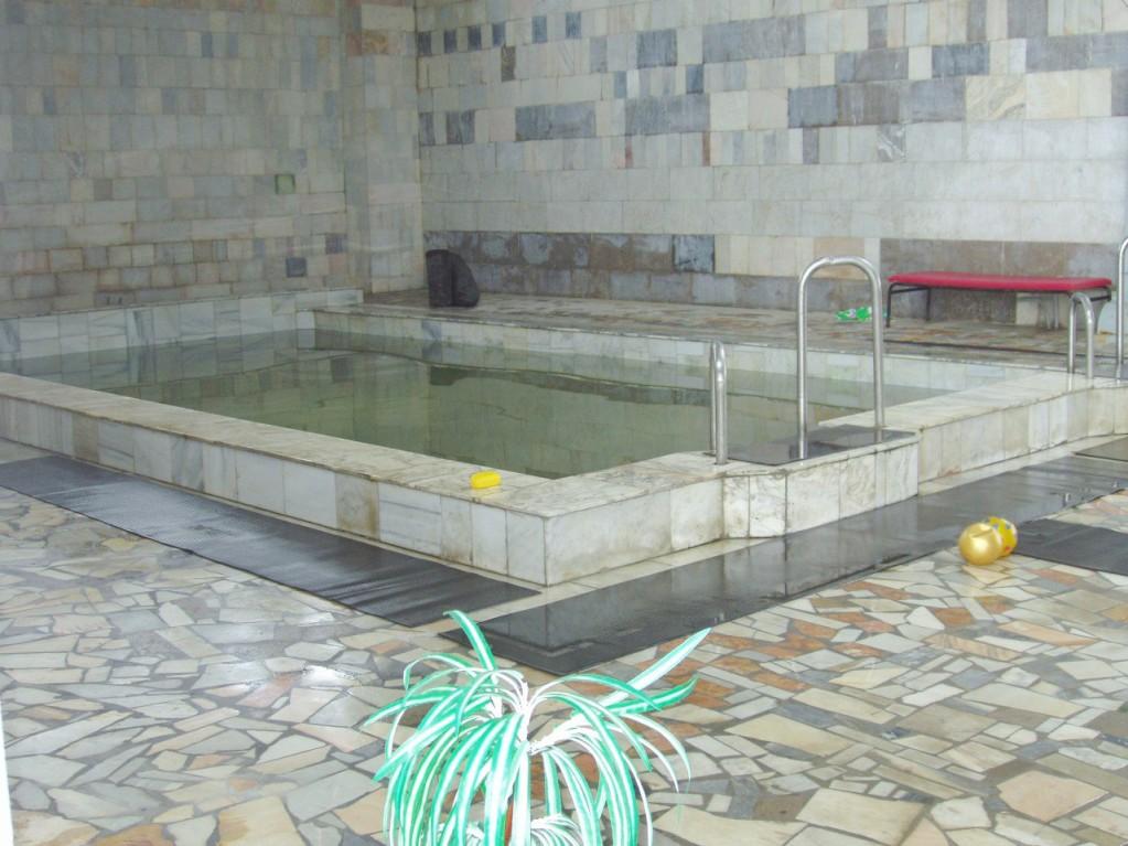 Детский бассейн с минеральной водой