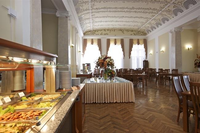 обеденный зал - общий вид