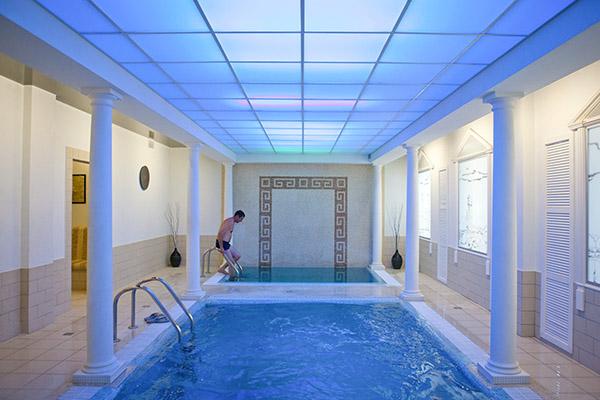 Водный мир: комплекс бассейнов нижнего зала
