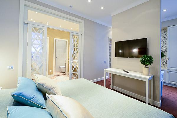 Апартаменты 409, спальня и ванная