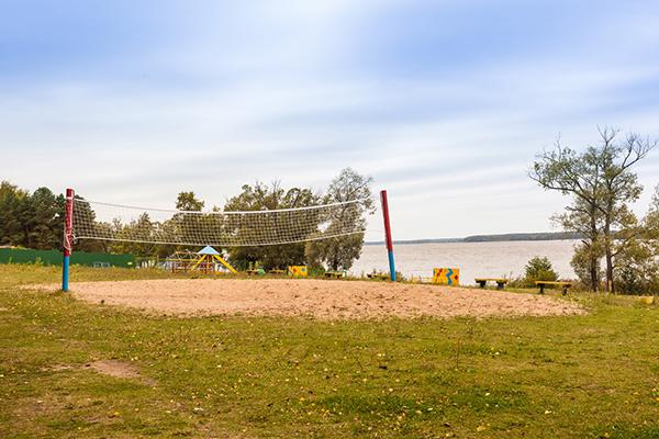 Волейбольная площадка на берегу Волги