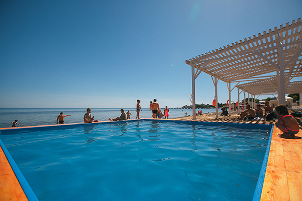 Санаторно-оздоровительный комплекс Империя,Детский открытый бассейн на пляже