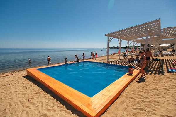 Пляж и детский бассейн на пляже