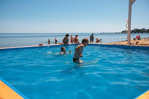 Детский открытый бассейн на пляже