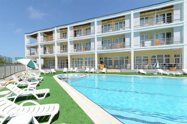 Туристско-оздоровительный комплекс Капля моря,Внешний вид  и бассейн