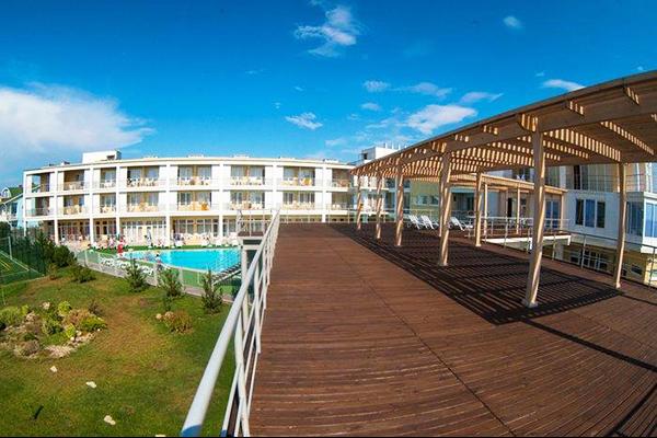 Туристско-оздоровительный комплекс Капля моря,Внешний вид с террасы