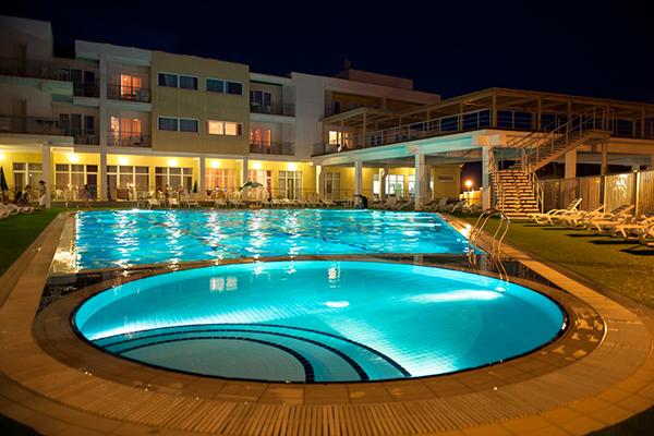 Туристско-оздоровительный комплекс Капля моря,Открытый бассейн