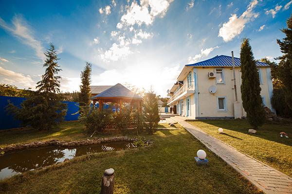 Гостевой дом Гостиный Домик,Внешний вид корпуса, территории