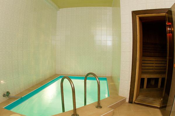 Отель Континент,Бассейн в сауне