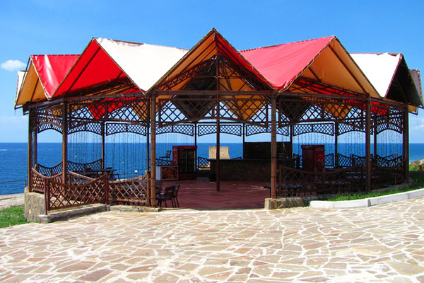 бар у берега