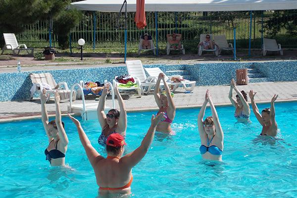 Аква аэробика в открытом бассейне