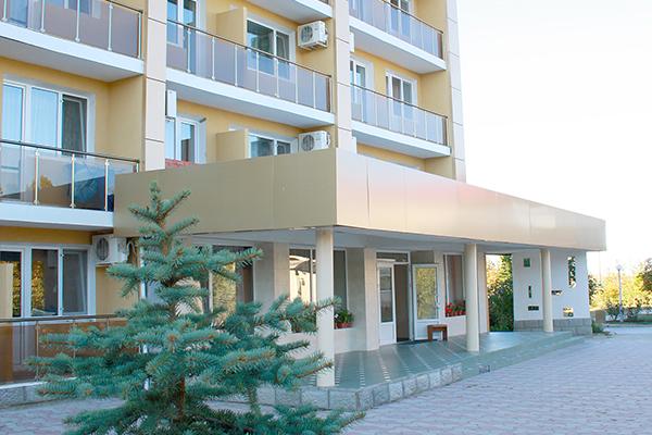Пансионат Украина-1,Шестиэтажный корпус: вход