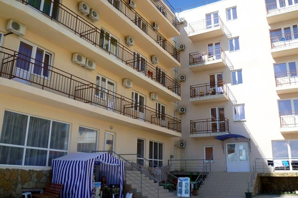 Гостиница Антарес,Фасад
