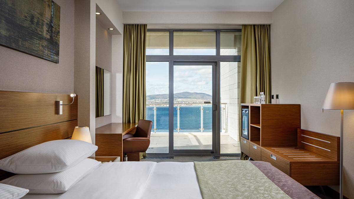 Люкс семейный 2-местный 3-комнатный с видом на море