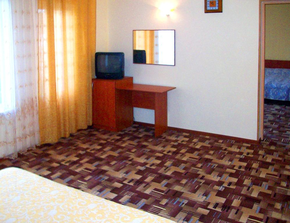 Отель Дайв,Стандарт 4-местный 2-комнатный без балкона