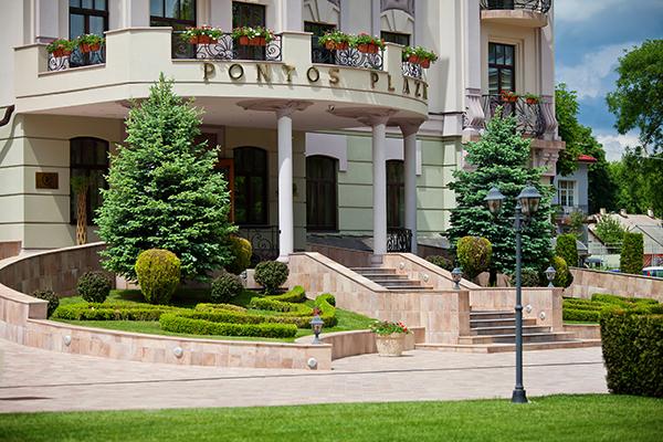 Отель Понтос Плаза,Территория