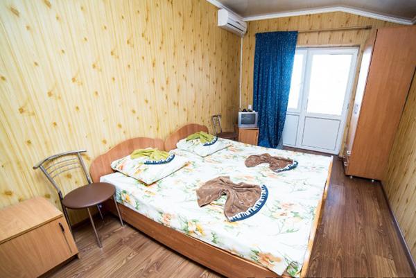 Дом отдыха Апсны-Абазашта, дом отдыха,4-местный 2-комнатный номер с балконом