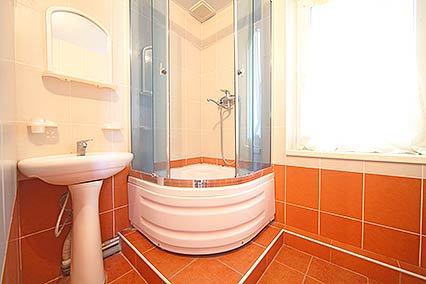 Дом отдыха Апсны-Абазашта, дом отдыха,Санузел 4-местный 3-комнатный номер (корп 1) 2 этаж вид на море