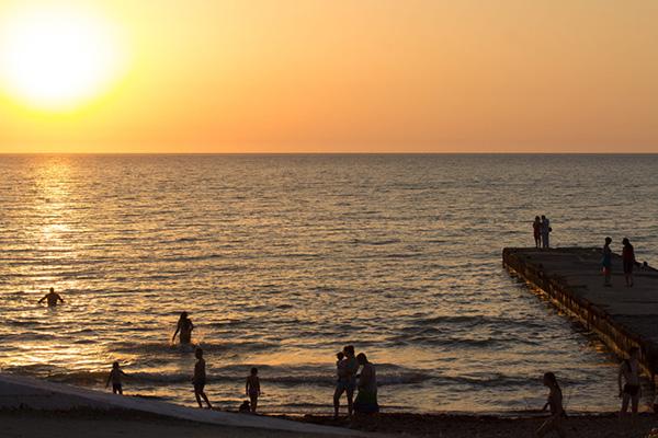 Закат на пляже. Лето