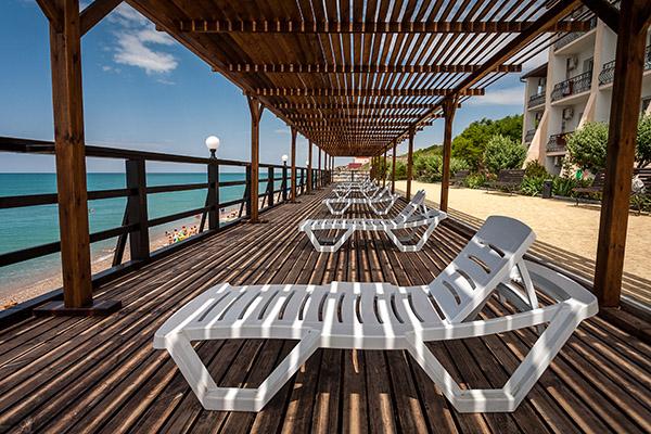 Терраса над пляжем
