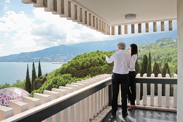 Вид с балкона номера люкс-студио