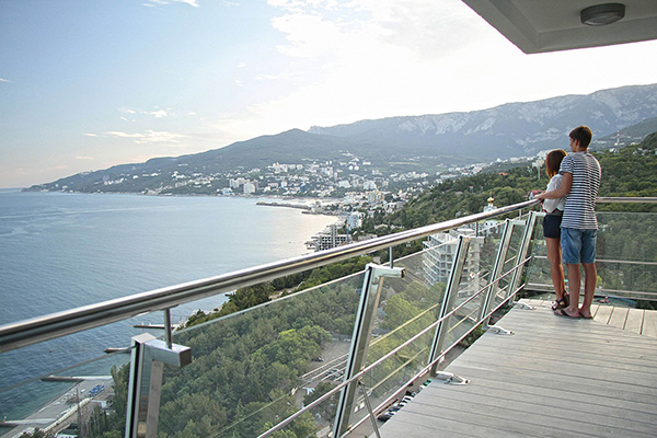 Отель Yalta-Intourist (Ялта-Интурист),Вид на Ялту со смотровой площадки ресторана Ай-Петри