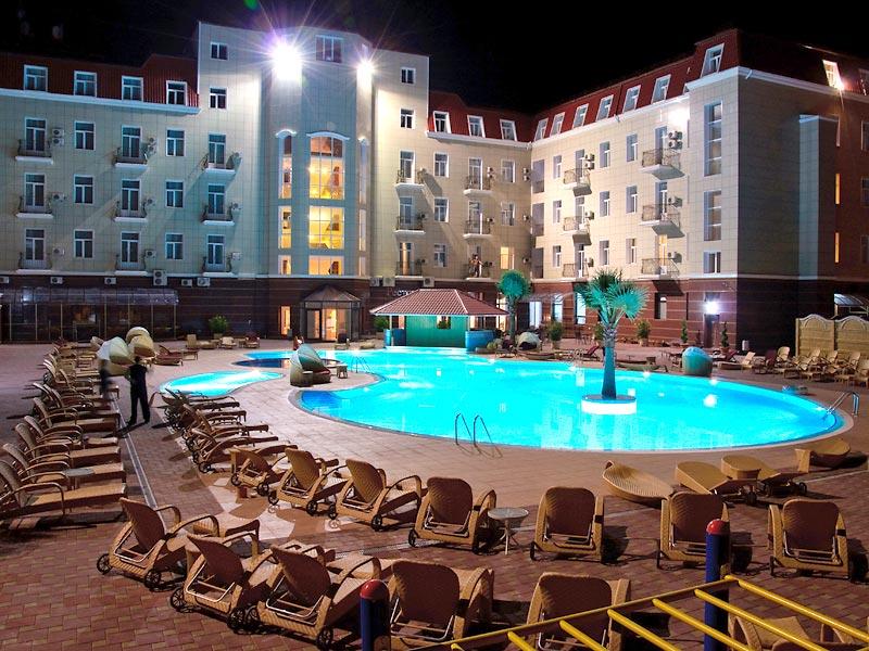 Отель  Украина Палас (Ukraine Palace),Вечерний вид