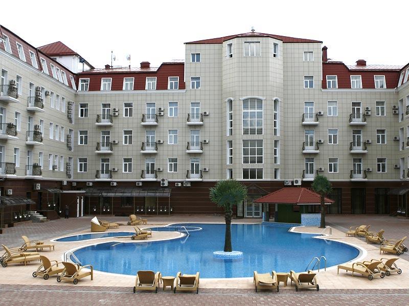 Отель  Украина Палас (Ukraine Palace),Внешний вид внутреннего двора отеля