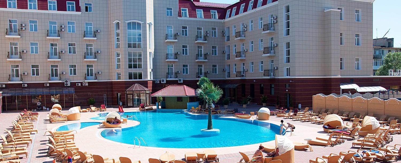 Отель  Украина Палас (Ukraine Palace),Открытый бассейн