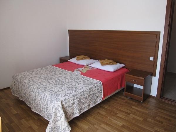 Гостевой дом Валенсия (Анапа-центр),Стандарт 4-х местный 2-х комнатный с лоджией