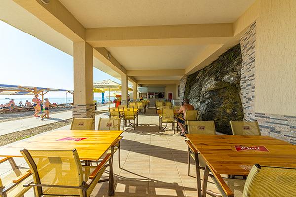 Кафе на берегу
