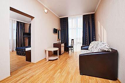 Гостиничный комплекс Эмеральд ,Люкс 2-местный 2-комнатный