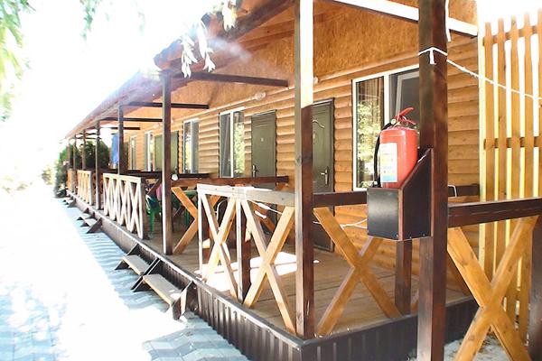 Одноэтажный деревянный корпус